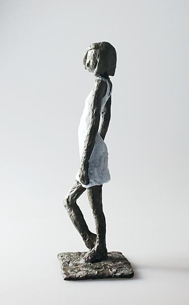web kraisser_Maedchen_mit_Mini_LV_Bronze2017_6x5x15 cm