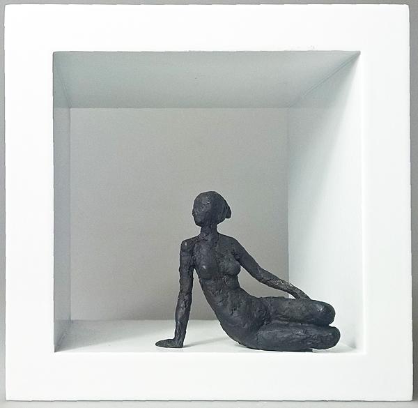 web kraisser_kleine_sitzende_XII_Bronze_Holz_2018_13x13x10cm